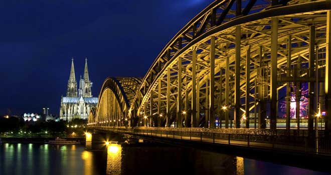 Hohenzollern Bridge, Cologne by Linkineos
