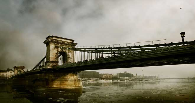 Chain Bridge by Tamas Ambrits