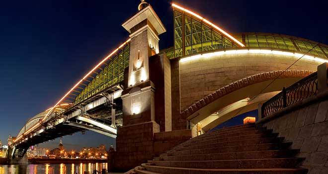 Bogdan Khmelnitsky Bridge, Moscow, Russia by Petr Ushanov